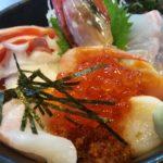 よってけまるとみで人気海鮮丼を食べてきたので感想を紹介!
